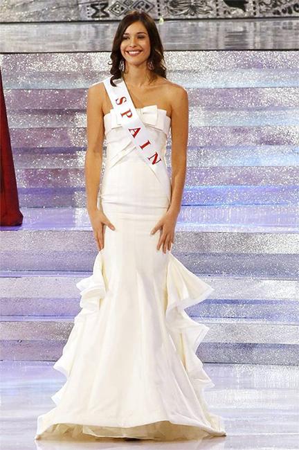 Elena Ibarbia durante el desfile en Traje de Noche de Miss Mundo 2013